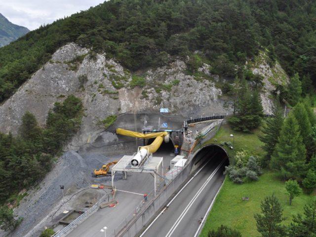 https://www.sinteleng.it/wp-content/uploads/2019/12/www.sftrf_.fr_InfoliveImages_tunnel_entree_tunnel_du_frejus-640x480.jpg